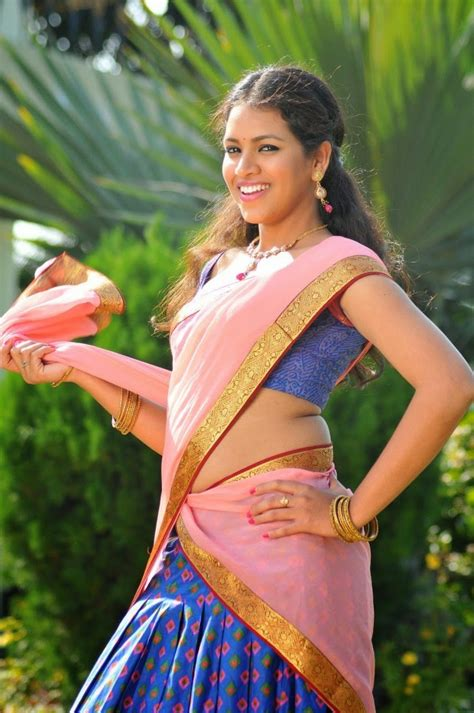 dressing below navel saree gouthami chowdary navel half saree stills