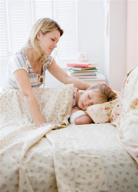 24747 when to put baby in toddler bed happy put their to bed earlier