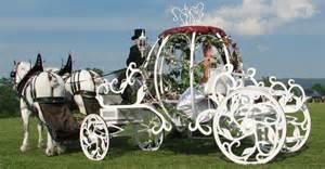 mariage en caleche idées mariage pourquoi pas une calèche comme transport de votre mariage