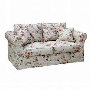 avec son style charme ce canape revetu d39un tissu a With tapis bébé avec canapé anglais tissu