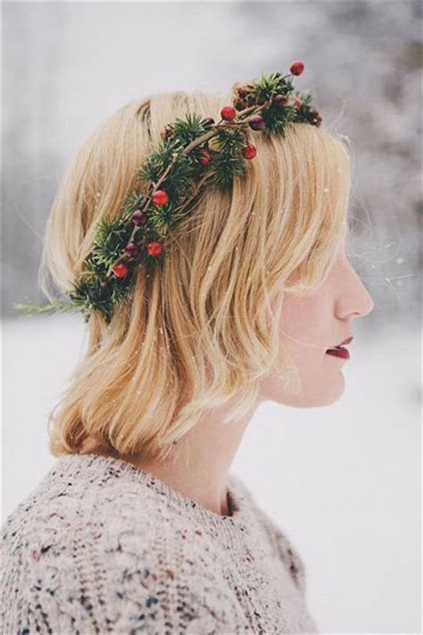 simple christmas themed hairstyle ideas  short