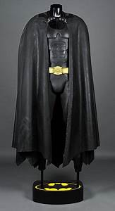 BATMAN RETURNS (1992) - Batman's Batsuit With Cape ...