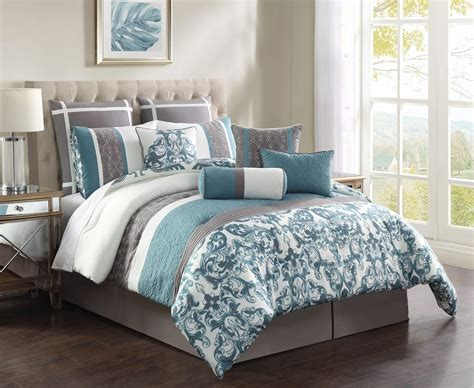 grey and white pattern bedding