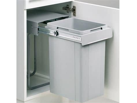 poubelle de placard cuisine poubelle encastrable pour garder les déchets hors de vue