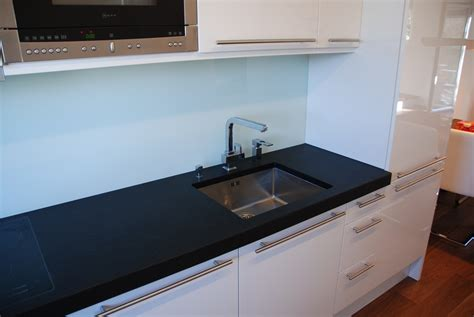 Küche  Hochglanz Firnweiss Lackiert Steinarbeitsplatte