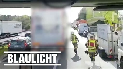 A10 Geisterfahrer Blockieren Rettungsgasse by Rettungsgasse Blockiert Feuerwehr Filmt Auf A10