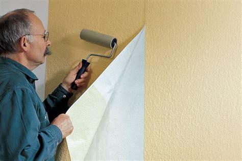 Eine Wand Tapezieren by Tapezieren