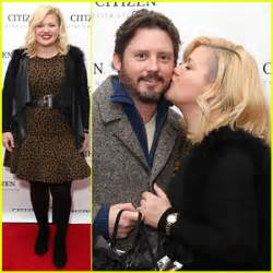 Kelly Clarkson Gives Hubby Brandon Blackstock a Red Carpet ...