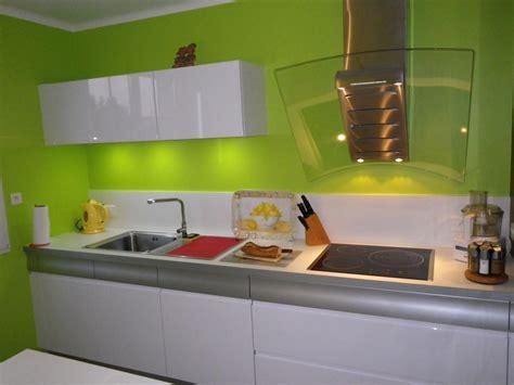 univers cuisine cuisine mur vert
