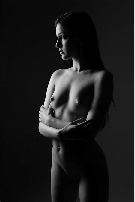 File:Artistic-nude-standing-babe.jpg - Wikimedia Commons