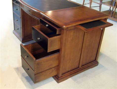 bureau classique bureau ministre en merisier bora meubles bois massif