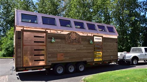 Tiny Home Bar by Look Inside This Tiny House It S Actually A Scotch