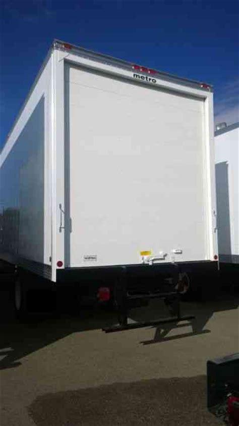 hino  ft box truck high cube air ride susp liftgate