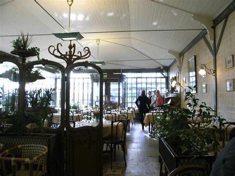 cuisine versailles レストラン内 picture of restaurant la flottille versailles