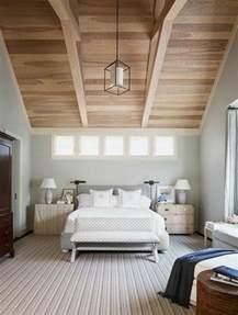 chambre en sous pente chambre avec mur en bois