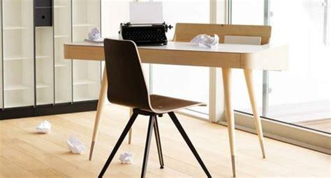 bureau bois clair le mobilier scandinave sous le microscope