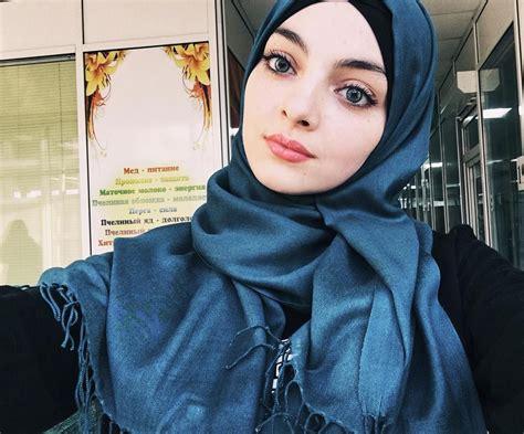 pin  asiah  beautiful hijabshawlscarfniqabkhimar
