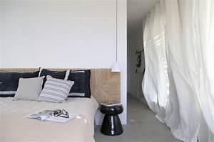 chambre contemporaine au design original en 35 idees de With tapis chambre bébé avec parfums fleuris poudrés