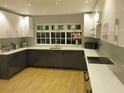 Gloss Anthracite kitchen in Swindon, by The Gallery fitted
