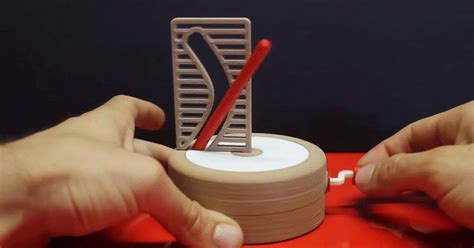 straight pole curved hole optical illusion explanation