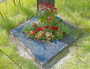 Böschung Bepflanzen Fotos : eva maria lippert ist gerade dabei das einzelgrab in der landesgartenschau zu bepflanzen fotos ~ Orissabook.com Haus und Dekorationen