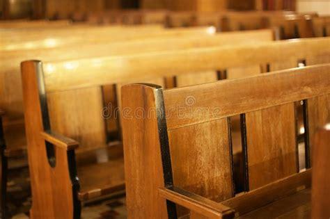banchi chiesa immagini di riserva di banchi chiesa la sovranit 224 di