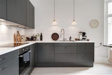 cuisine contemporaine grise maison à la décoration rétro cuisine moderne grise