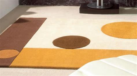 tapis  laine beige aux formes geometriques