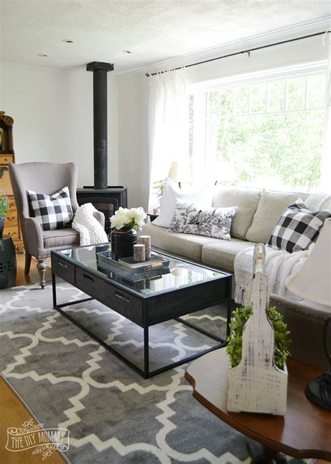 Bilder Wohnzimmer Schwarz Weiss by Our Guest Cottage Living Room Neutral Mix And Match Style