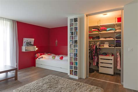 Begehbarer Kleiderschrank Mit Innenlicht Im Mädchenzimmer