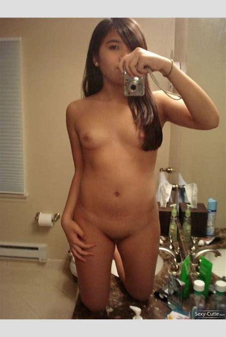 School Girl Bathroom Selfies Leaked