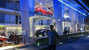 Auto Showrooms On The Champs Elys U00e9es