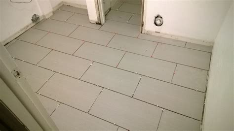 How To Lay A Tile Floor In A Bathroom by How To Lay Tile Flooring Girlsvsblog