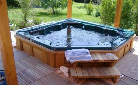 Outdoor Tubs For Sale by 30 Stunning Garden Tub Designs