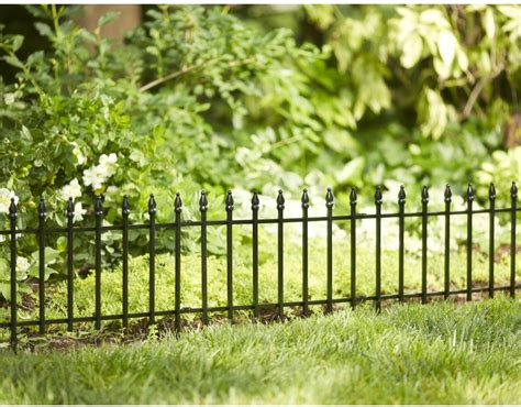 18-in H X 22.52-in W Black Steel Garden Edging Fence