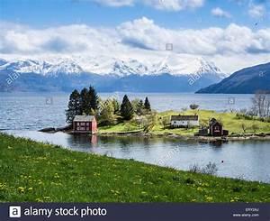 Haus Fjord Norwegen Kaufen : typischen roten haus auf einer insel in den hardangerfjord in der n he von strandebarm ~ Eleganceandgraceweddings.com Haus und Dekorationen