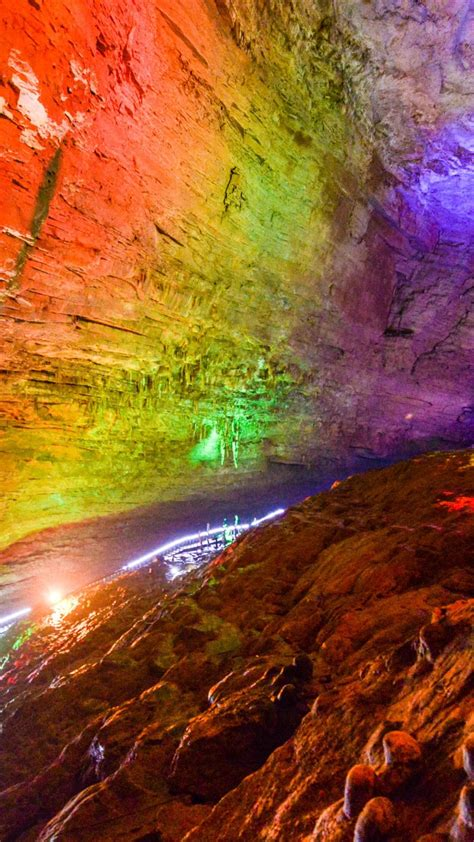 Huanglong Cave (Yellow Dragon Cave) wallpaper - backiee