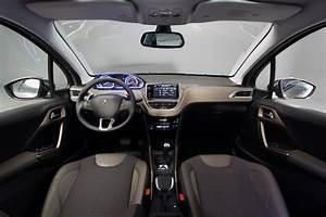Interieur Peugeot 2008 Allure : avant premi re salon de gen ve 2013 d couvrez en vid o la peugeot 2008 ~ Medecine-chirurgie-esthetiques.com Avis de Voitures