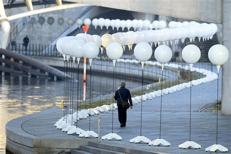 berlin wall 8 000 white balloons route of divisive rart for 25th anniversary of fall