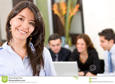 femme de bureau femme de busines dans un bureau photo libre de droits
