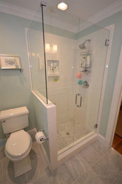 space  reversed    wall  toilet