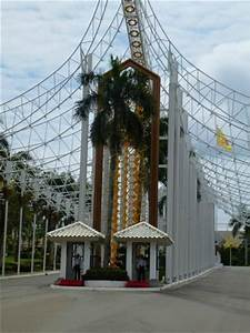 The entrance - Picture of Istana Nurul Iman, Bandar Seri ...