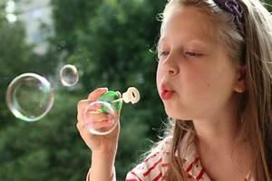 Used.ca   Bubble blowing: spring activity for kids - Used.ca  Blowing