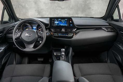 toyota chr interior 2018 toyota c hr interior view motor trend en español