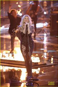 Tour Outfit Suggestions - Shakira Talk - ShakiraMedia Forums