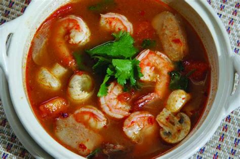 tom yum soup thai prawn soup with lemongrass tom yum goong importfood com