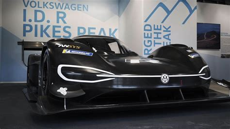 lights out 7 we re ready to race in the world series of volkswagen s electric i d r is ready to race up pikes