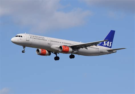 File:SAS Scandinavian Airlines Airbus A321-200 (OY-KBB) arrives London Heathrow 11Apr2015 arp ...