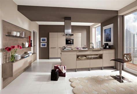 Küche Dunkle Arbeitsplatte by Wei 223 E K 252 Che Dunkle Arbeitsplatte Heller Boden Kitchens