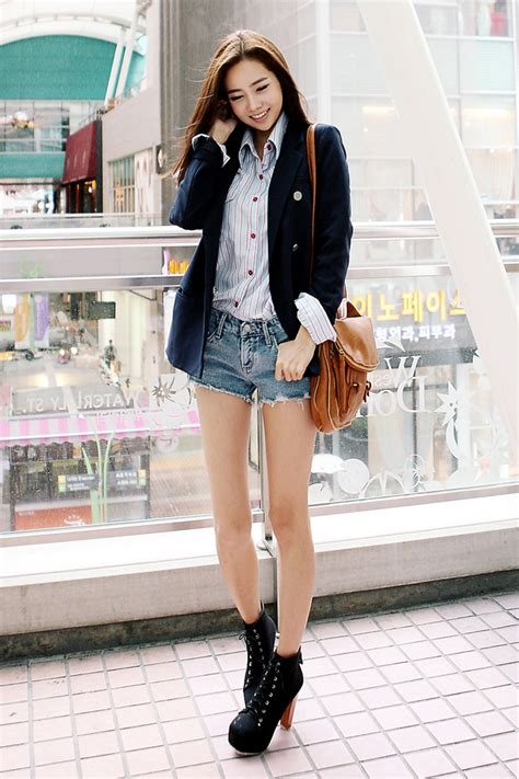 ASIAN STREET FASHION Jackets and sweaters for people on the go